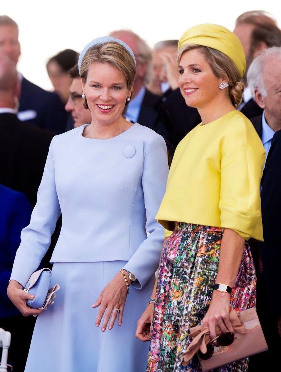 Les reines consorts Mathilde de Belgique et Maxima des Pays-Bas à Ouistreham, le 6 juin 2014