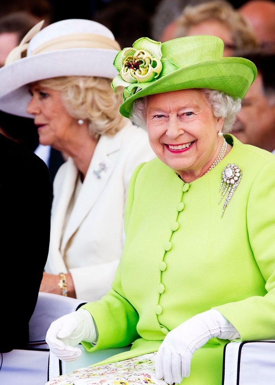 La reine Elizabeth II d'Angleterre et sa belle-fille la duchesse de Cornouailles Camilla à Ouistreham, le 6 juin 2014