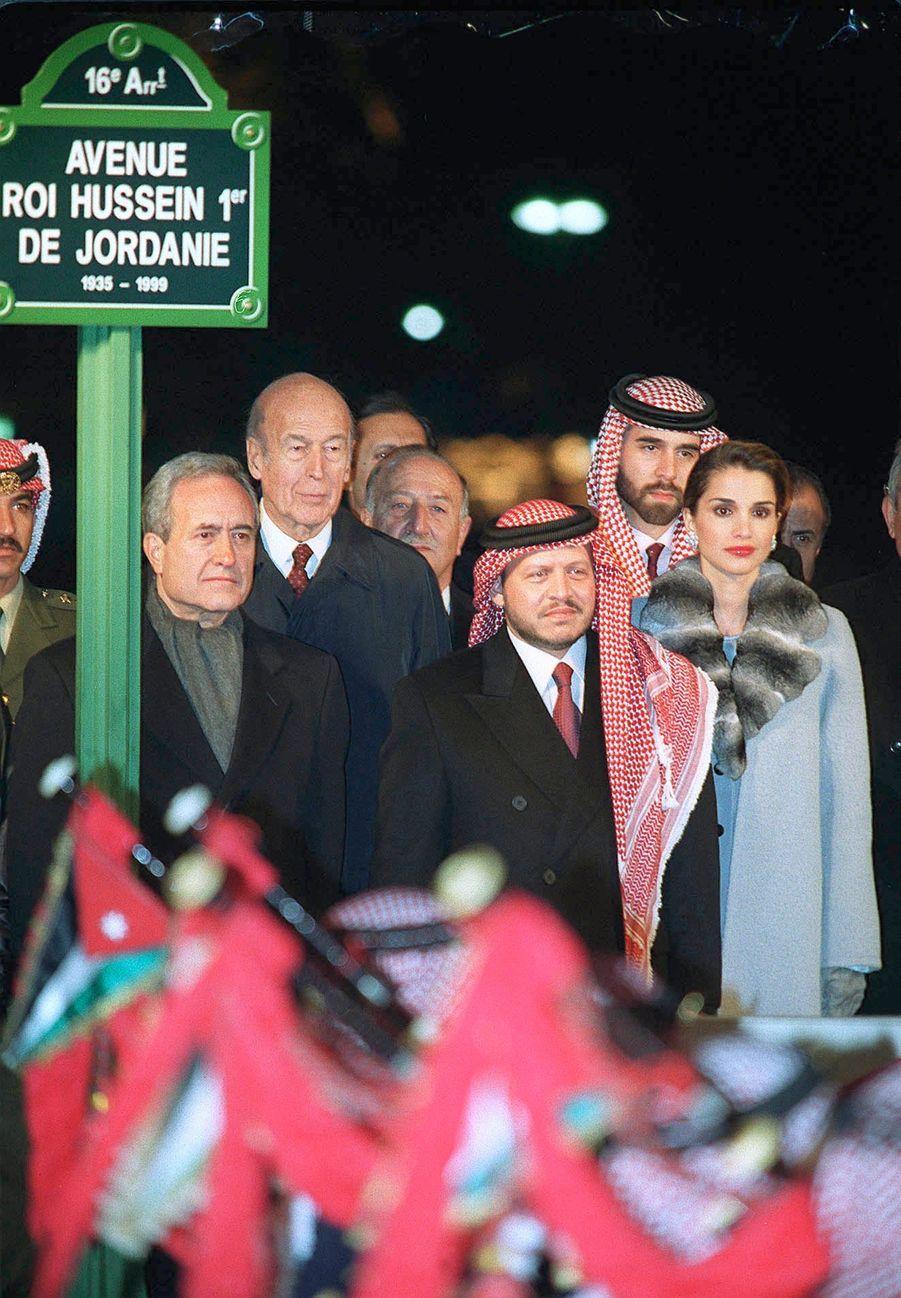 Valéry Giscard d'Estaing avec le roi Abdallah II de Jordanie et la reine Rania, le 16 novembre 1999