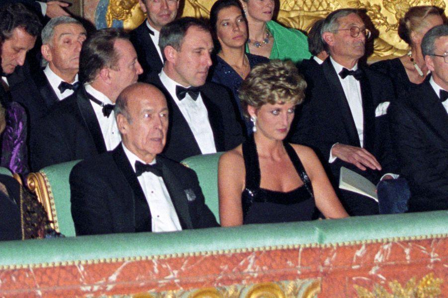 Valéry Giscard d'Estaing avec la princesse Diana, le 28 novembre 1994