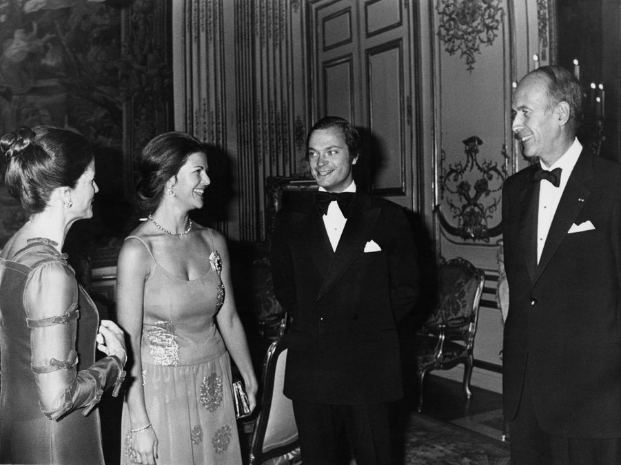 Valéry et Anne-Aymone Giscard d'Estaing avec le roi Carl XVI Gustaf de Suède et la reine Silvia, le 10 novembre 1976