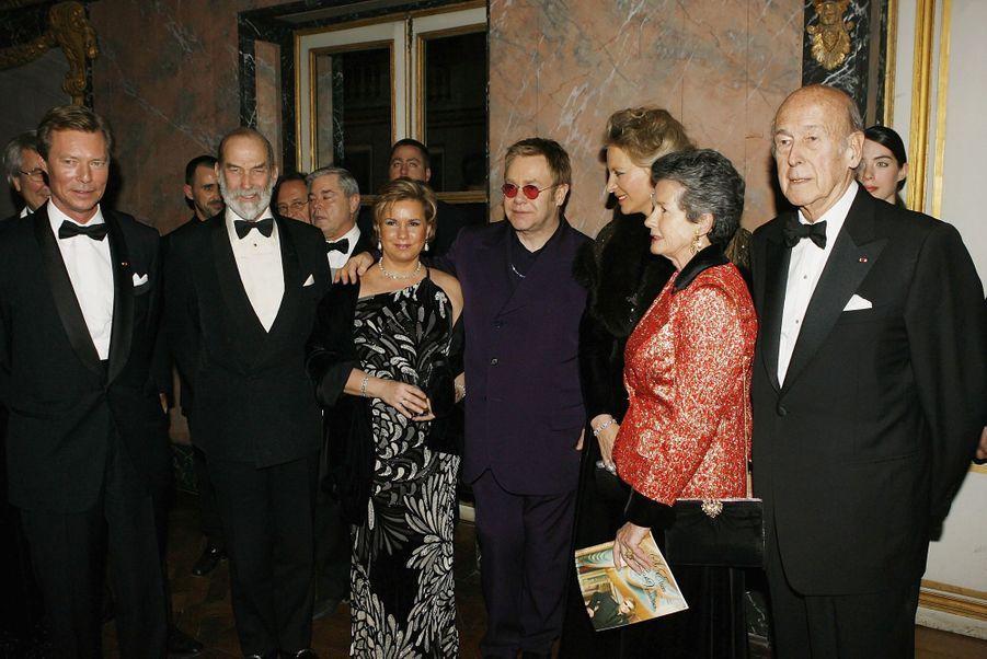 Valéry et Anne-Aymone Giscard d'Estaing avec le grand-duc Henri de Luxembourg et la grande-duchesse Maria Teresa, le prince Michael de Kent et sa femme Marie Christine et Elton John, le 28 novembre 2005