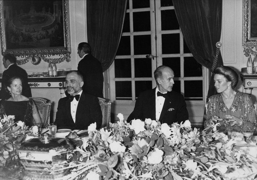 Valéry et Anne-Aymone Giscard d'Estaing avec le roi Hussein de Jordanie et la reine Noor, le 11 décembre 1978