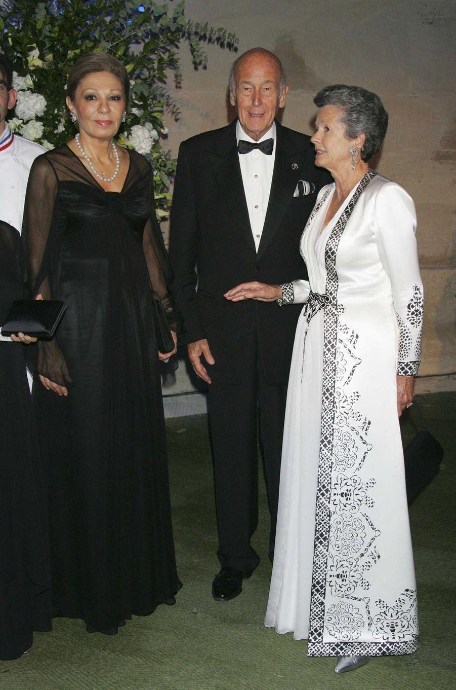 Valéry et Anne-Aymone Giscard d'Estaing avec l'ancienne impératrice d'Iran Farah Diba, le 8 octobre 2007