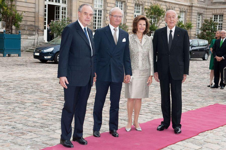 Valéry Giscard d'Estaing avec le roi Carl XVI Gustaf de Suède et la reine Silvia, et Frédéric Mitterrand, le 22 septembre 2011