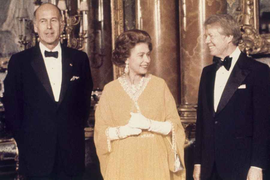 Valéry Giscard d'Estaing avec la reine Elizabeth II et Jimmy Carter, en mai 1977