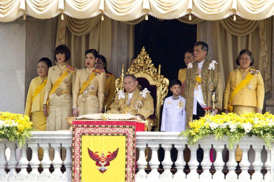 La princesse Ubolratana de Thaïlande avec la famille royale à Bangkok, le 5 décembre 2012