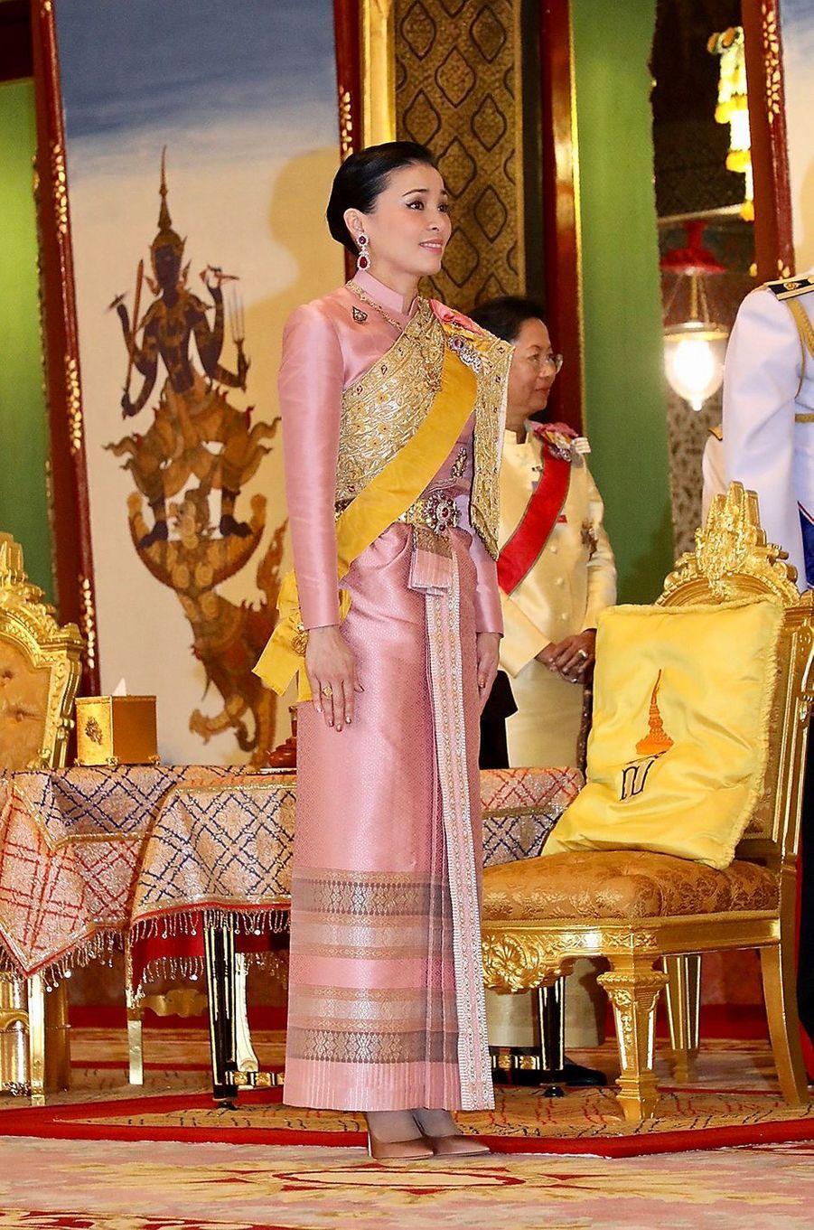 La reine Suthida de Thaïlande Maha Vajiralongkorn à Bangkok, le 4 mai 2019