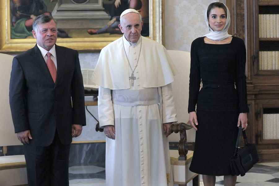 La reine Rania avec son époux le roi Abdallah et le pape François au Vatican en 2013