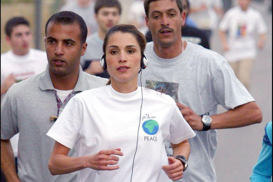La reine Rania court pour la paix à Amman en 2003