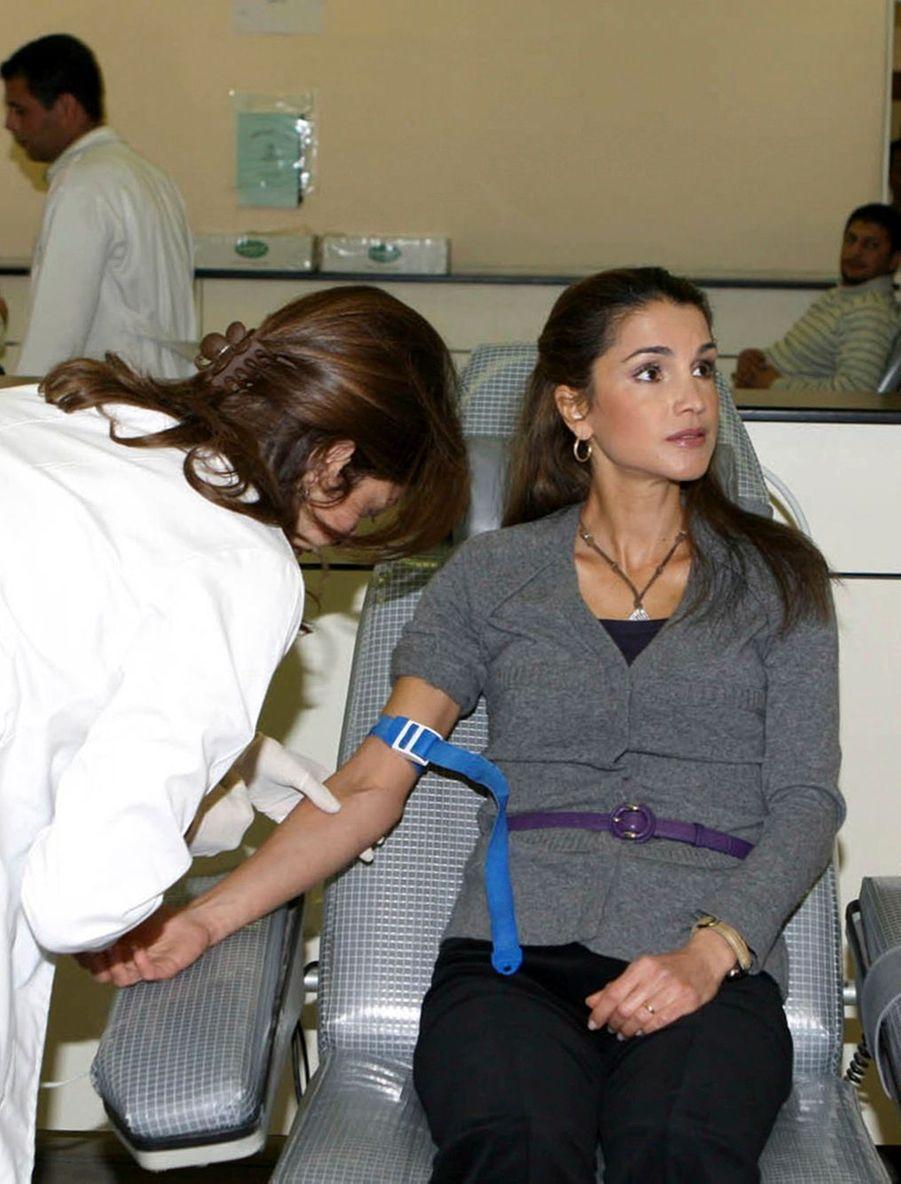 La reine Rania donne du sang pour les habitants de Gaza en 2008