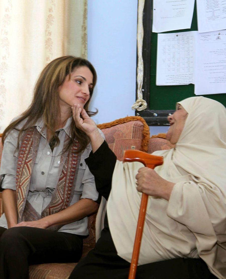 La reine Rania en visite à Amman en 2011
