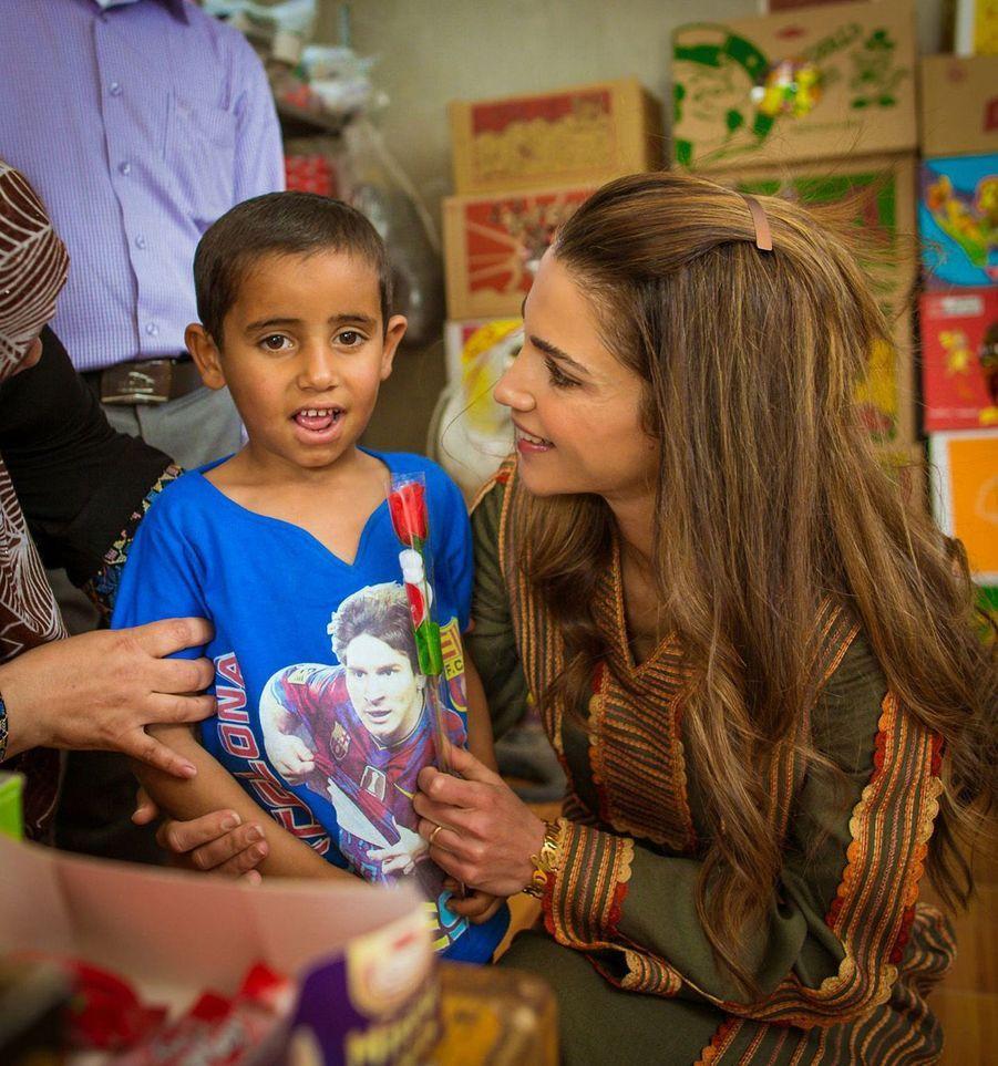 La reine Rania en visite à Tabaqet Fahel en 2015