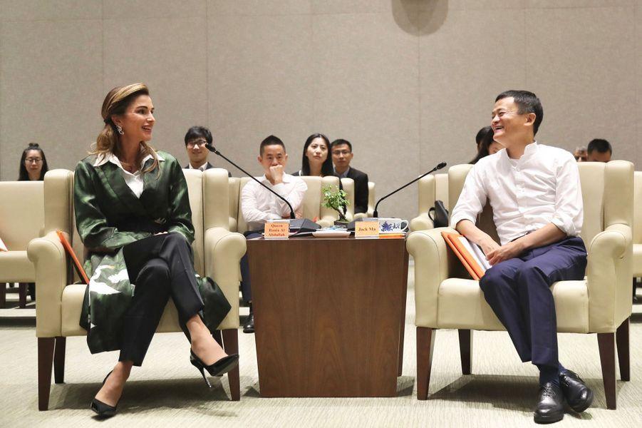 La reine Rania de Jordanie avec le Chinois Jack Ma à Hangzhou, le 3 septembre 2018