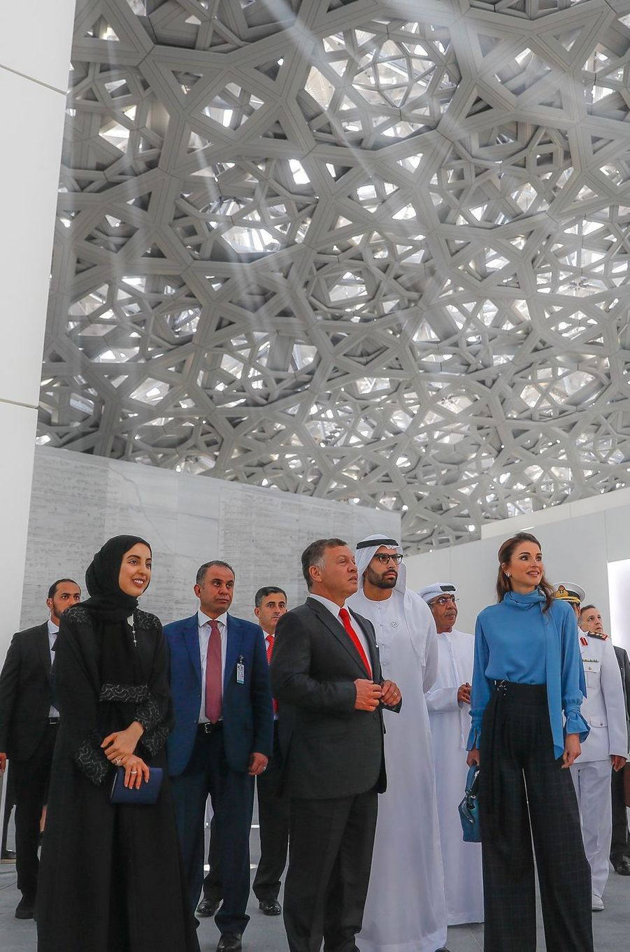 La reine Rania et le roi Abdallah II de Jordanie visitent le Louvre Abu Dhabi, le 8 février 2018