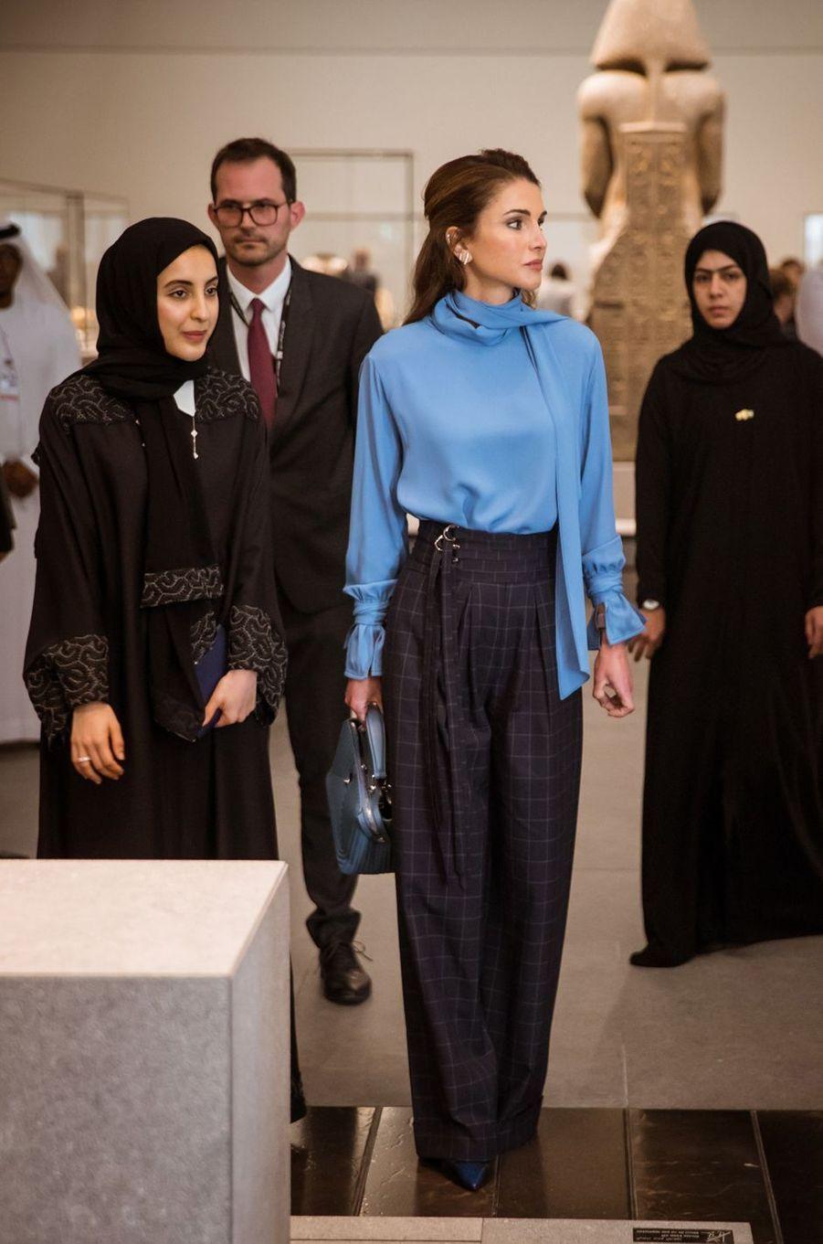 La reine Rania de Jordanie au Louvre Abu Dhabi, le 8 février 2018