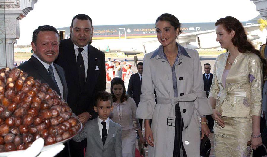 La reine Rania et le roi Abdallah II de Jordanie avec la princesse Salma, le prince Moulay El Hassan et le roi Mohammed VI du Maroc, le 13 janvier 2008