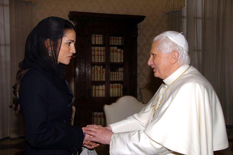 La reine Rania de Jordanie avec le pape Benoît XVI, le 9 février 2007