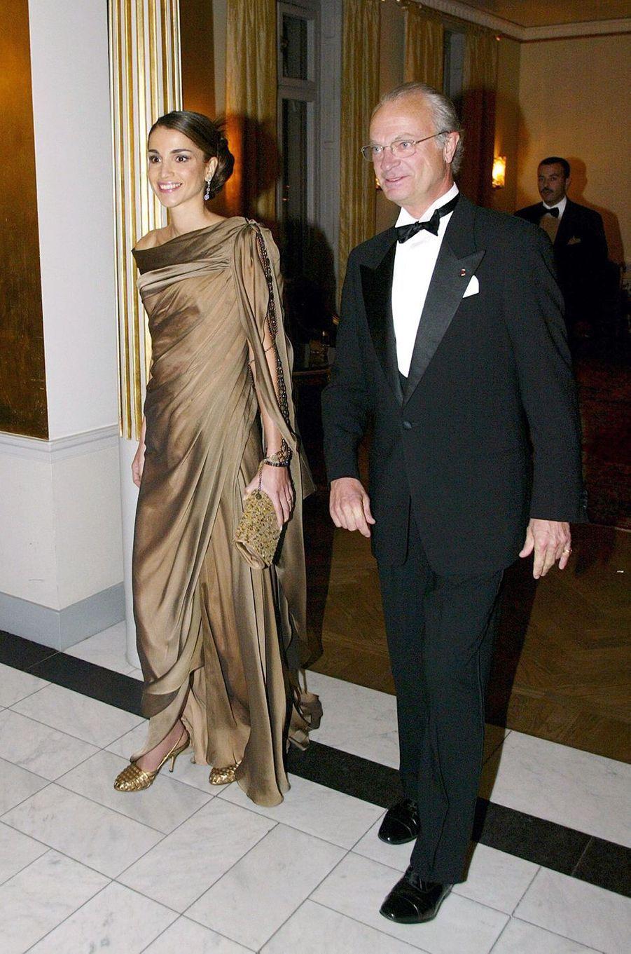 La reine Rania de Jordanie avecle roi Carl XVI Gustaf de Suède, le 8 octobre 2003