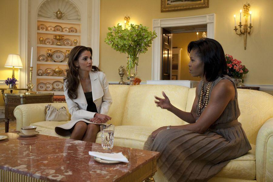 La reine Rania de Jordanie avec Michelle Obama, le 24 avril 2009