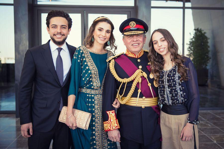 La reine Rania de Jordanie avec le roi Abdallah II, le prince Hussein et la princesse Salma à Amman, le 2 juin 2016
