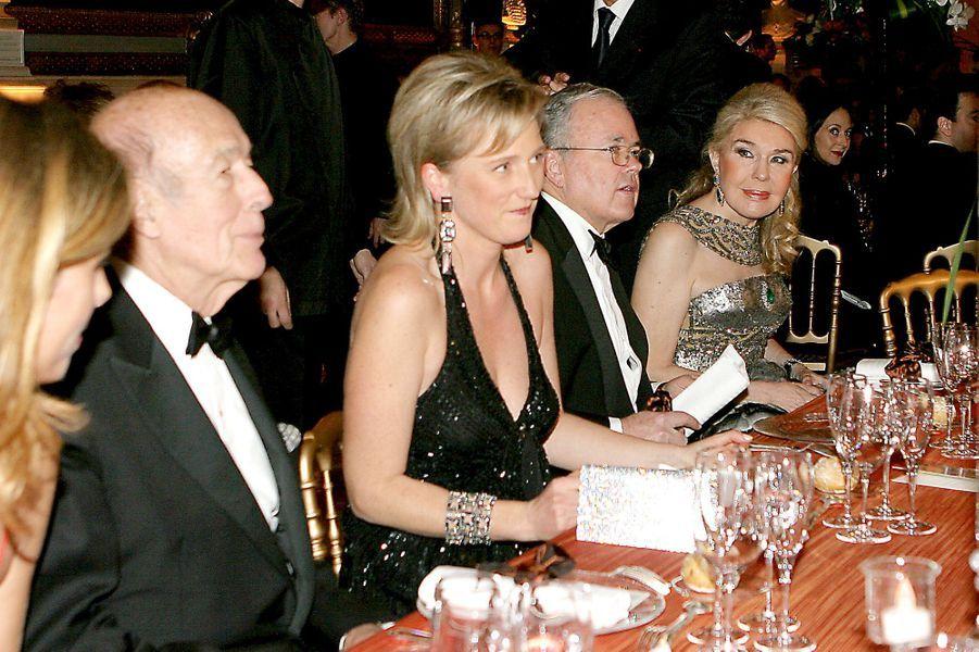 La princesse Astrid de Belgique avec Valéry Giscard d'Estaing au château de Versailles, le 4 décembre 2006