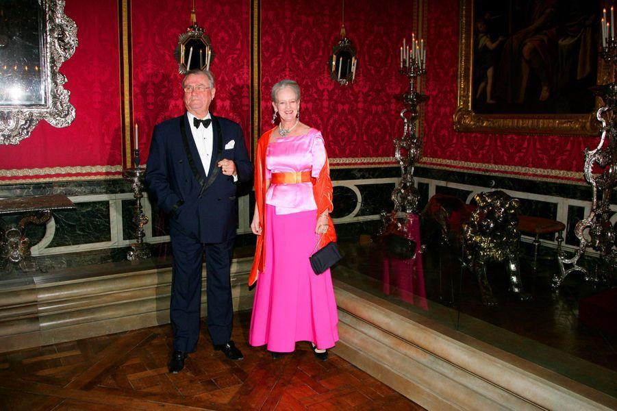 La reine Margrethe II de Danemark et le prince Henrik au château de Versailles, le 19 novembre 2007