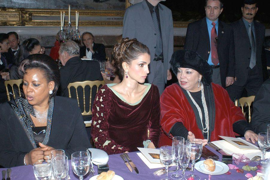 La reine Rania de Jordanie au château de Versailles, le 2 décembre 2002