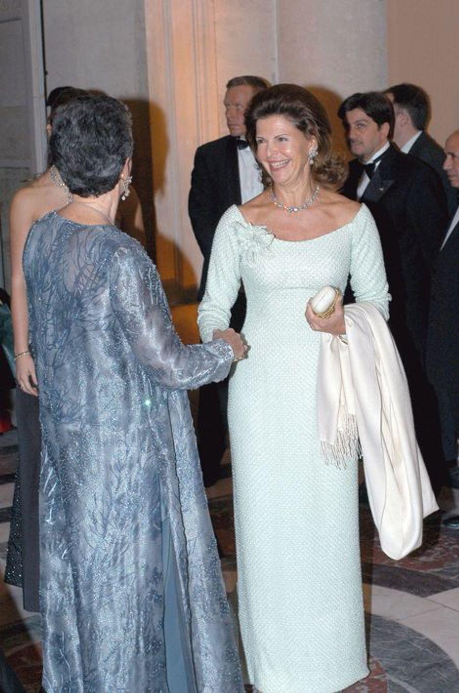 La reine Silvia de Suède au château de Versailles, le 2 décembre 2002