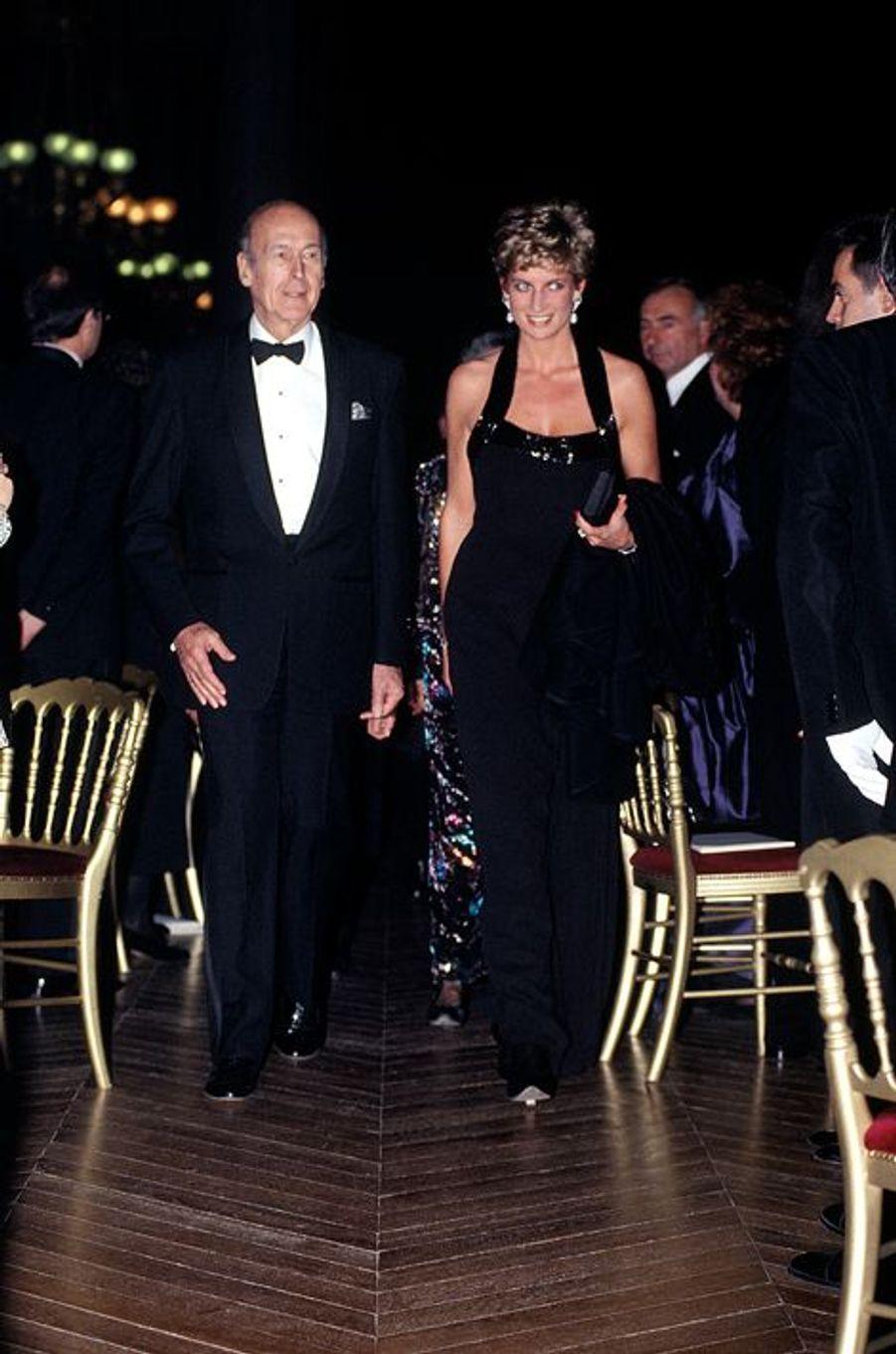 Lady Diana avec Valéry Giscard d'Estaing au château de Versailles, le 28 novembre 1994