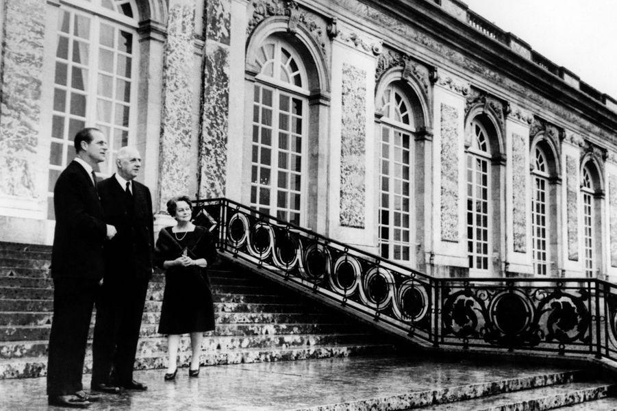 Le prince Philip avec le président Charles de Gaulle au château de Versailles, le 19 décembre 1966