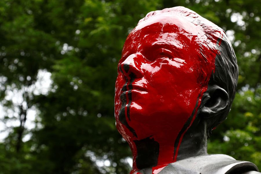 La statue du roi des Belges Baudouin à Bruxelles vandalisée, le 12 juin 2020