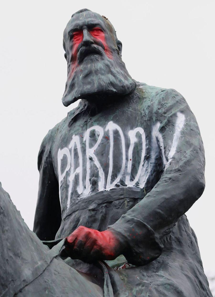 La statue du roi des Belges Léopold II à Bruxelles vandalisée, le 11 juin 2020