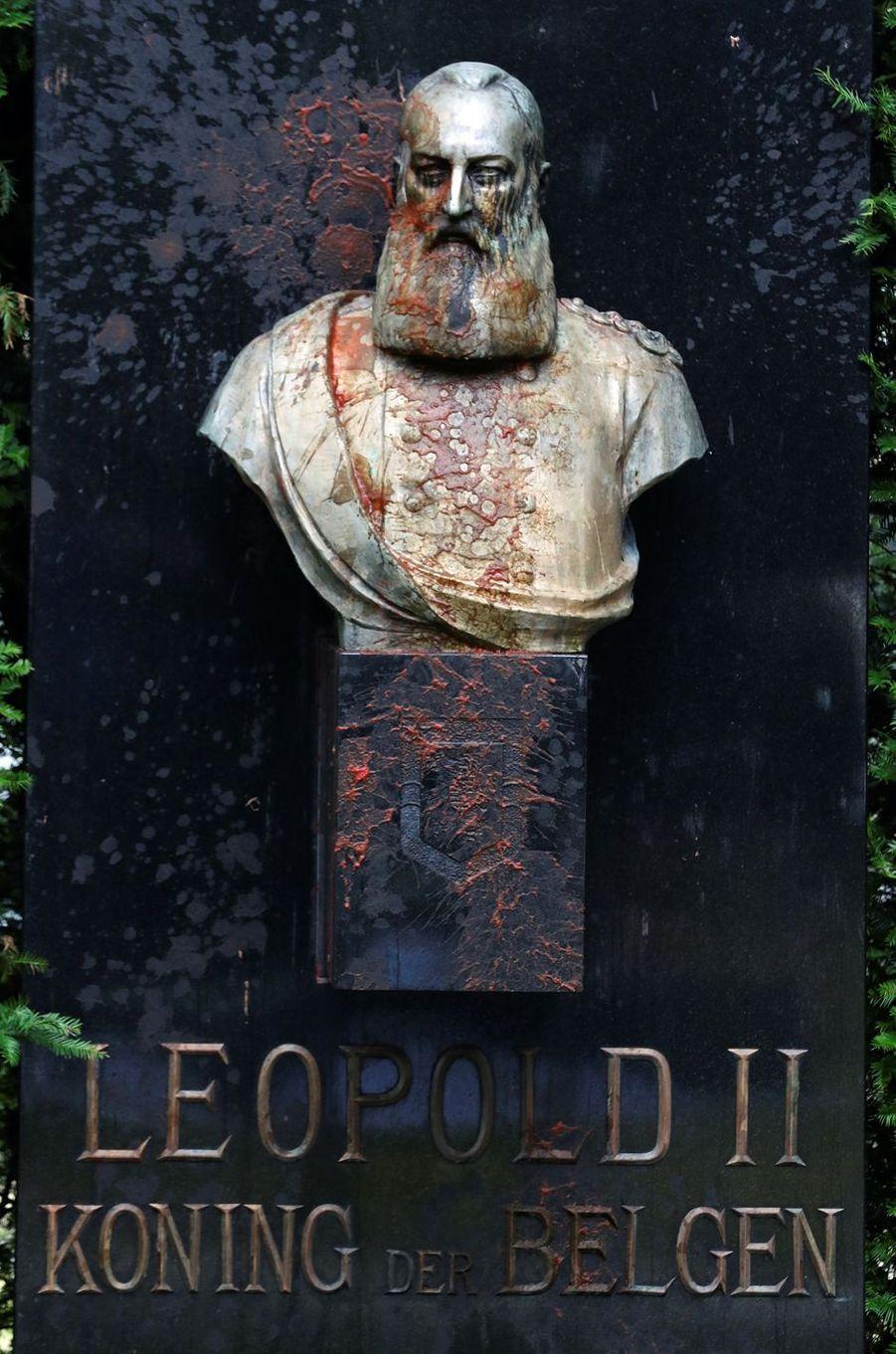 La statue du roi des Belges Léopold II à Gand vandalisée, le 11 juin 2020