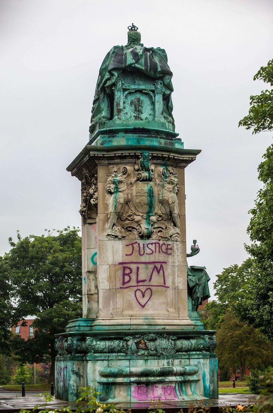 Le mémorial de la reine Victoria à Leeds dégradé, le 10 juin 2020