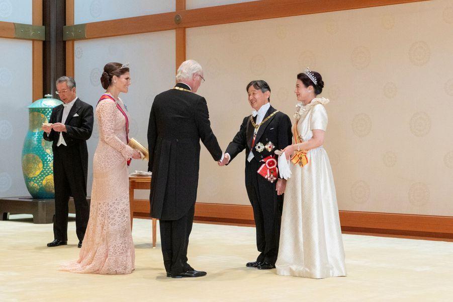 La princesse héritière Victoria et le roi Carl XVI Gustaf de Suède avec l'impératrice Masako et l'empereur Naruhito du Japon à Tokyo, le 22 octobre 2019
