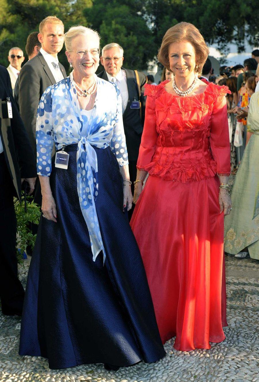 Les reines Margrethe II de Danemark et Sofia d'Espagne, tantes du marié, sur l'île de Spetses, le 25 août 2010