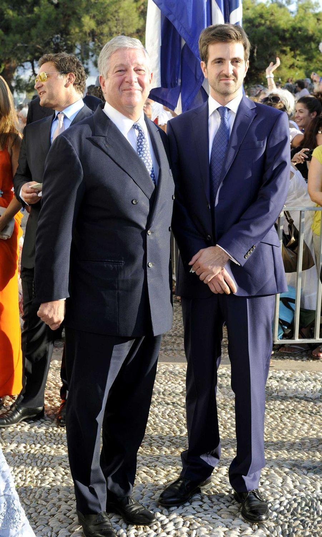Le prince Alexandre de Serbie et son fils aîné le prince Petar sur l'île de Spetses, le 25 août 2010
