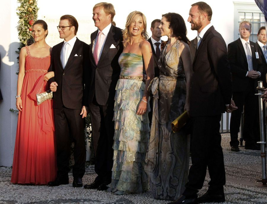 La princesse Victoria et le prince Daniel de Suède, le prince Willem-Alexander et la princesse Maxima des Pays-Bas, la princesse Mary de Danemark et le prince Haakon de Norvège sur l'île de Spetses, le 25 août 2010