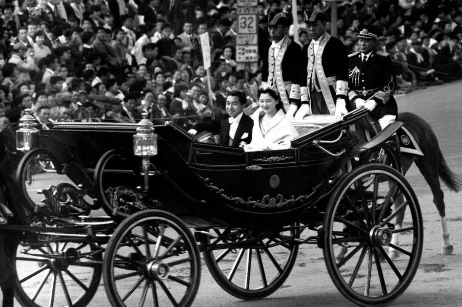 Le prince Akihito du Japon épouse Michiko Shoda le 10 avril 1959