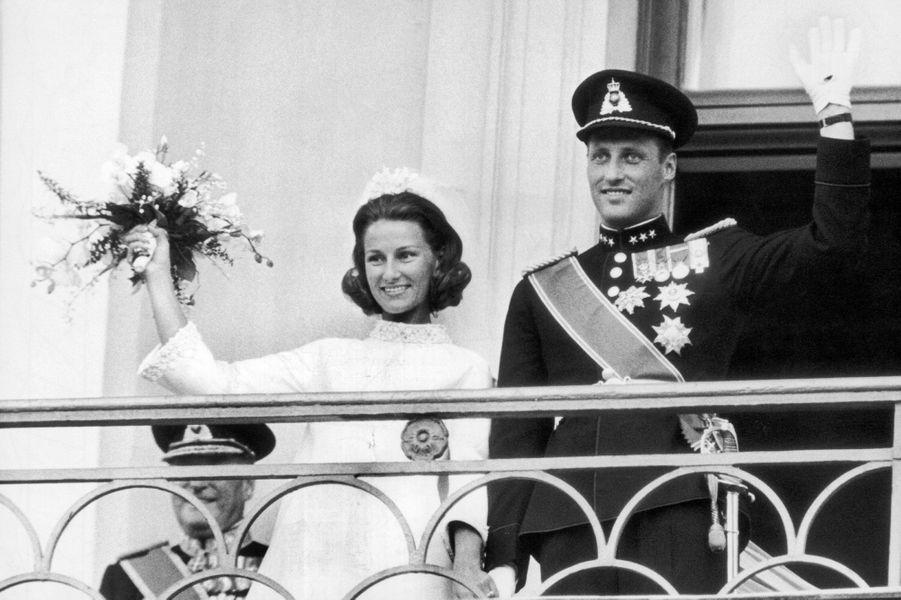 Le prince Harald de Norvège épouse Sonja Haraldsen le 29 août 1968