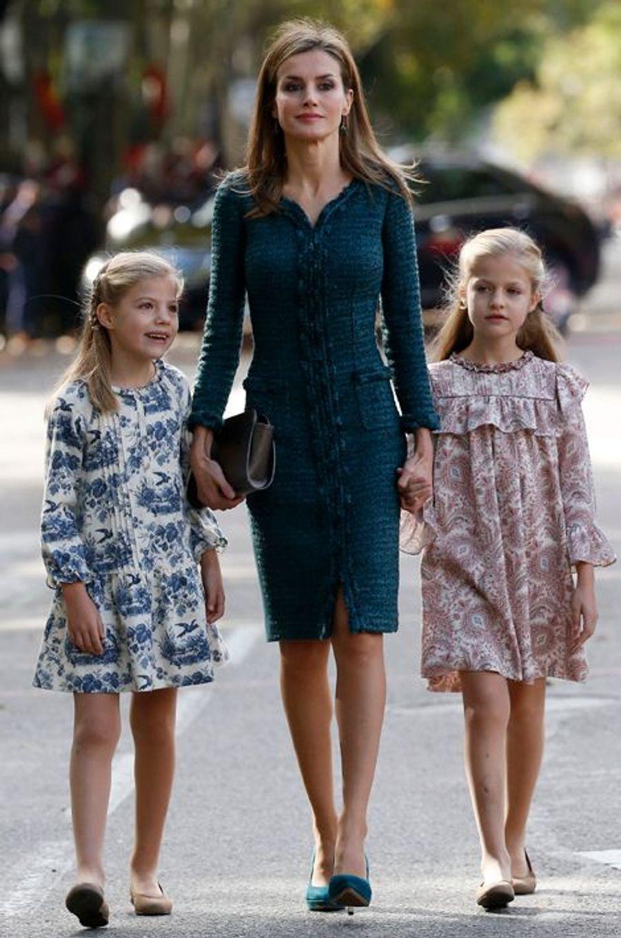 La reine Letizia d'Espagne et les princesses Leonor et Sofia (de droite à gauche), le 12 octobre 2014