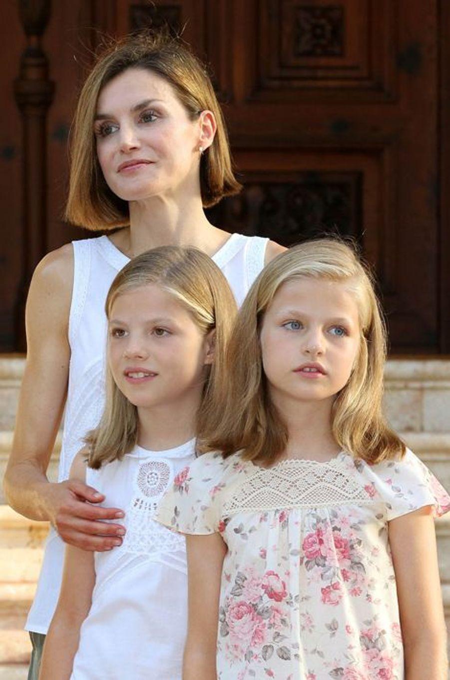 La reine Letizia d'Espagne et les princesses Leonor et Sofia (de droite à gauche), le 3 août 2015