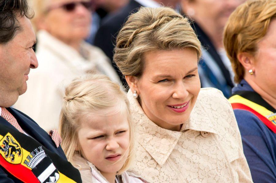 La reine Mathilde de Belgique et la princesse Eléonore, le 12 juillet 2015