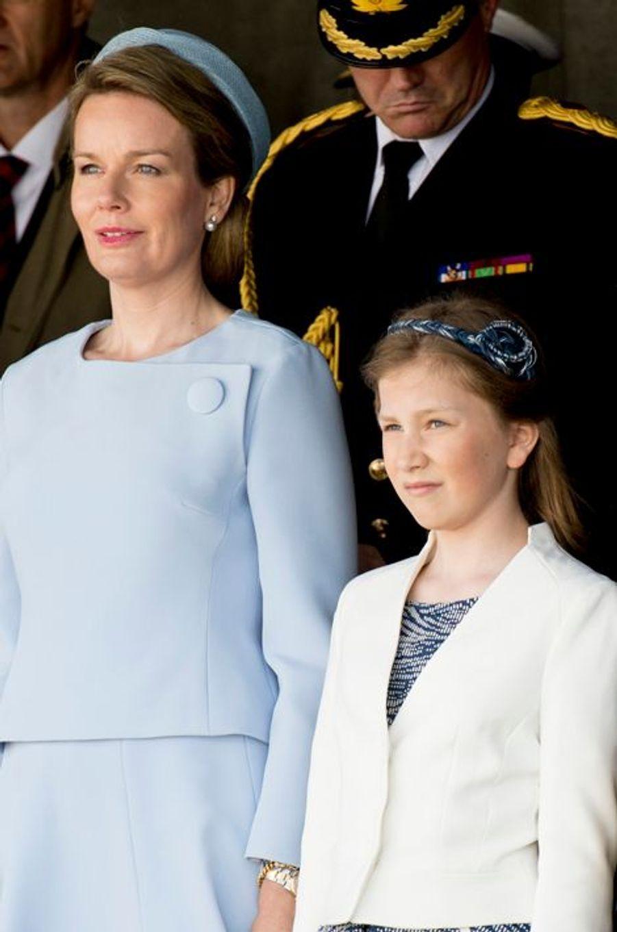 La reine Mathilde de Belgique et la princesse Elisabeth, le 6 mai 2015