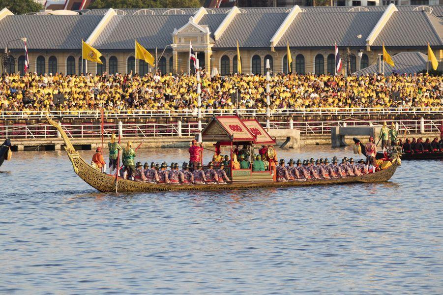Procession de la barge royale à Bangkok, le 12 décembre 2019
