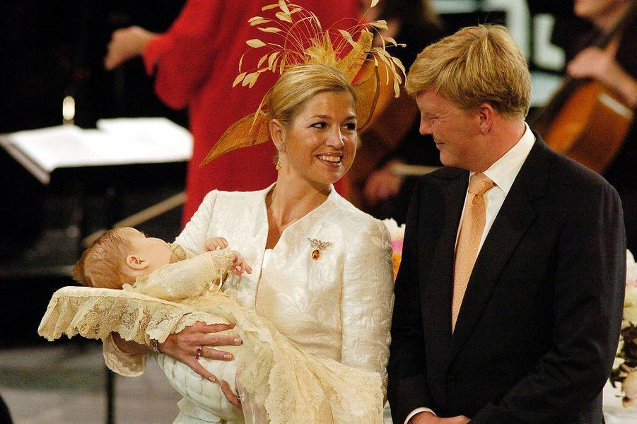 La princesse Maxima des Pays-Bas, avec le prince Willem-Alexander et leur fille Catharina-Amalia, le 12 juin 2004