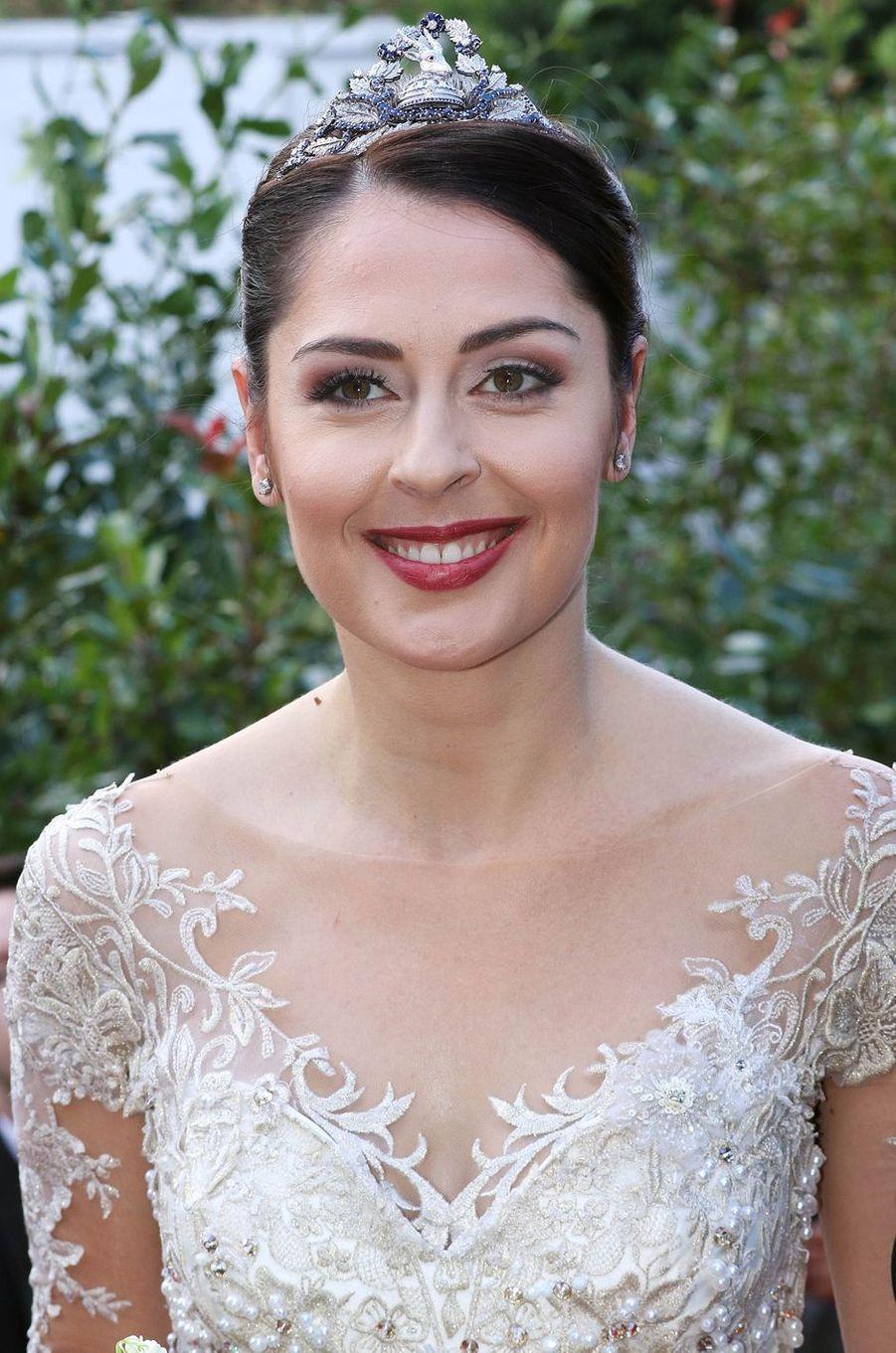 Détail du corsage de la robe de mariée d'Elia Zaharia à Tirana, le 8 octobre 2016