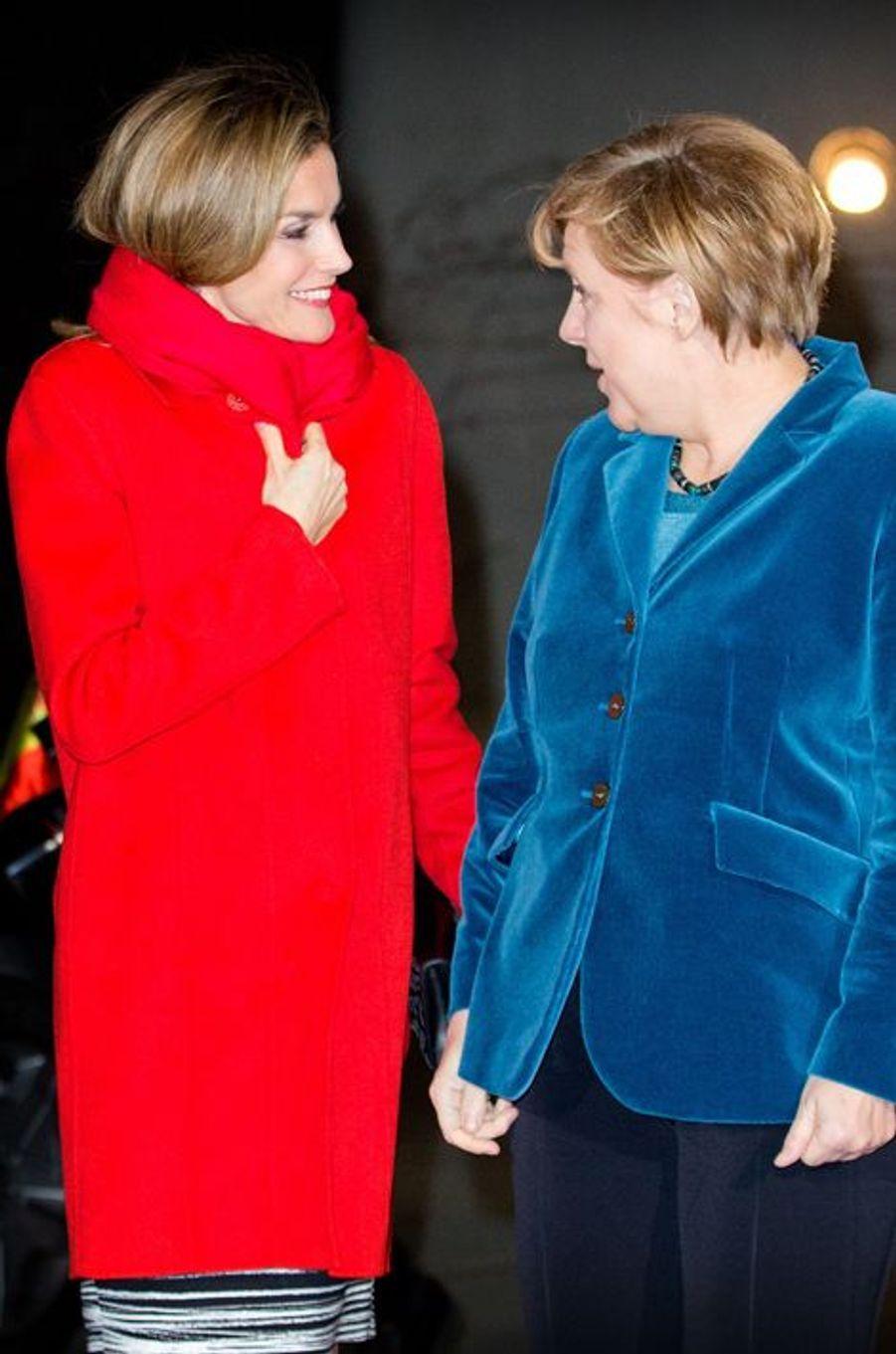 La reine Letizia d'Espagne, avec Angela Merkel, à Berlin, le 1er décembre 2014