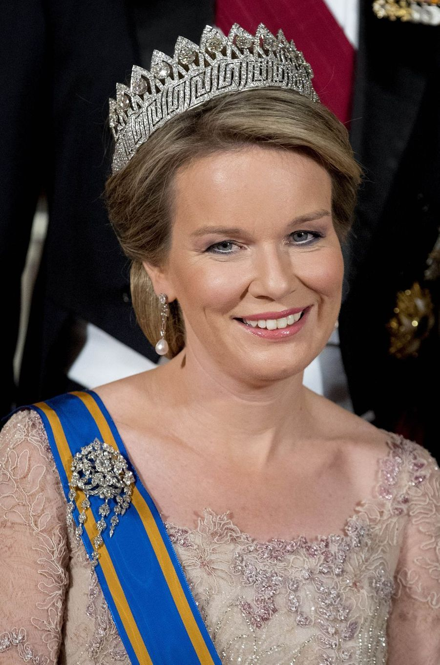 La reine Mathilde de Belgique parée du diadème des Neuf Provinces à Amsterdam, le 28 novembre 2016